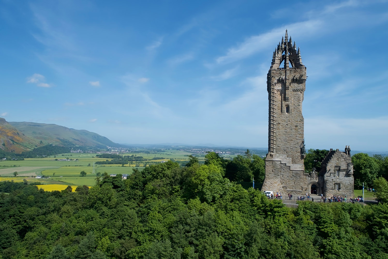The Wallace Monument in Stirling commemorates Sir William Wallace and can be visited on a bespoke tour of Scotland